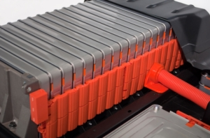 Electric car battery of alternating cells
